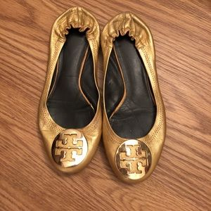 Tory Burch reva flats in Gold